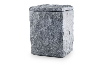 Basalt graue Seeurne aus Tonolith mit behauener Oberfläche