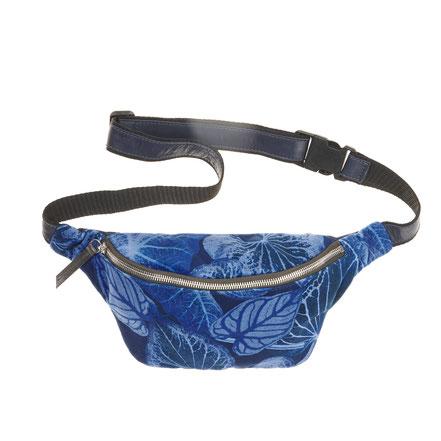 Hip Bag, Gürtel Tasche, leder, samt, nachhaltig, made in europe, mademoiselle camille, shine hamburg, ledertasche, leder hip bag, printed bag