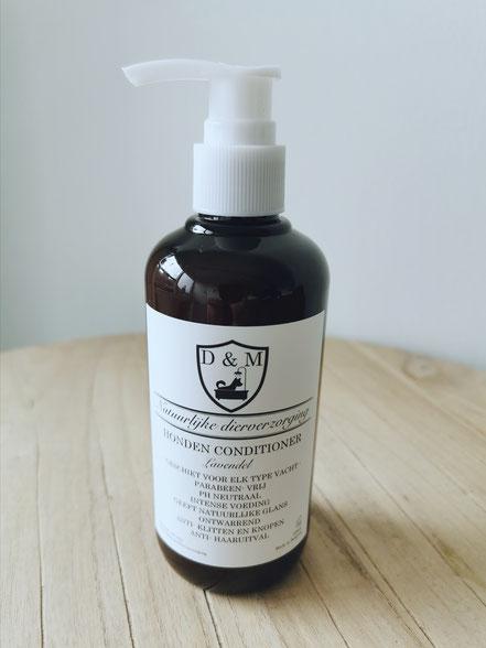 DM4U-D&M-Natuurlijke-dierverzorging-honden-hond-puppy-pup-shampoo-conditioner-parfum-hondenshampoo-parabeen-vrij-PH-neutraal-vacht-huid-Lavendel-kalmerend-korte-vacht-halflange-half-lange-ontwarrend-schilfers-haar-uitval-verlies-opvoerpomp-pompje-doseer