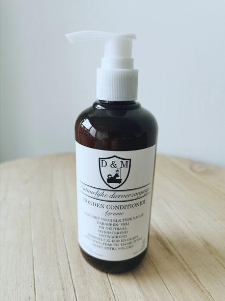 DM4U-D&M-Natuurlijke-dierverzorging-honden-hond-puppy-pup-shampoo-conditioner-parfum-hondenshampoo-parabeen-vrij-PH-neutraal-vacht-huid-agrum-agrume-citrus-vruchten-korte-vacht-halflange-half-lange-ontwarrend-volume-glans-opvoerpomp-opvoerpompje-doseer