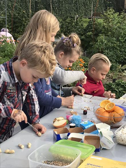 Pindaslinger maken tijdens kindertuindag (oktober 2018)