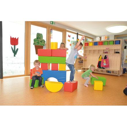 Ensemble de blocs en mousse sécurisés pour les jeux de construction des enfants.