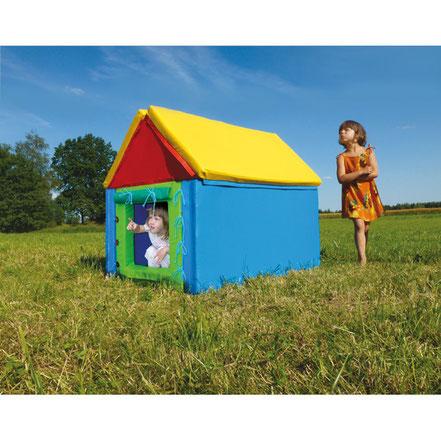 Cabane ou maison géante en mousse. Idéale pour les jeux d'enfants.