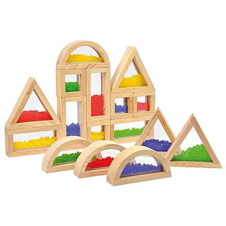 Bocs en bois avec perles pour jeux de construction. Activités de motricité fine.