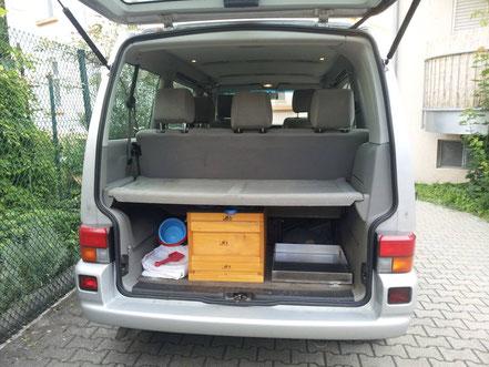 Bienentransport im Kofferraum