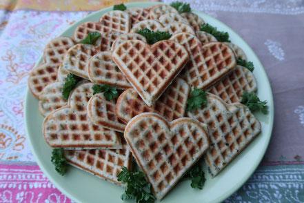 Rezept zur Petersilienhochzeit oder Picknickrezept: Petersilienherzen / Kräuterwaffeln
