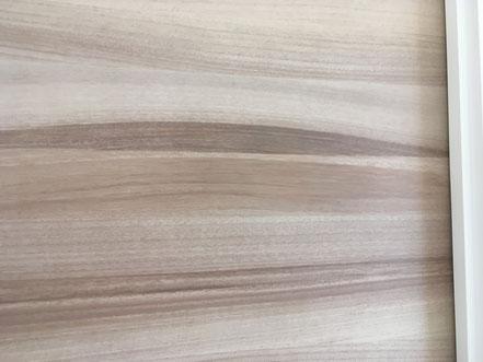木製建具の穴補修、お家のキズ補修・住宅建材リペア なら箕面市のイエリペア!フローリングのキズや床のシミ補修、アルミサッシ、樹脂サッシ、アルミてすり、門扉、玄関ドア、石材、タイル、人工大理石、外壁、サイディング、コンクリート、ステンレス、木製建具などのキズ補修を安心価格でご提供【大阪・箕面・豊中・吹田・兵庫・西宮・川西・宝塚・北摂】家リペア、リペア