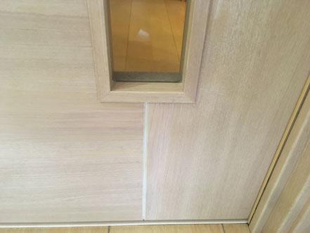 木製建具のひっかき傷補修、お家のキズ補修・住宅建材リペア なら箕面市のイエリペア!フローリングのキズや床のシミ補修、アルミサッシ、樹脂サッシ、アルミてすり、門扉、玄関ドア、石材、タイル、人工大理石、外壁、サイディング、コンクリート、ステンレス、木製建具などのキズ補修を安心価格でご提供【大阪・箕面・豊中・吹田・兵庫・西宮・川西・宝塚・北摂】家リペア、リペア