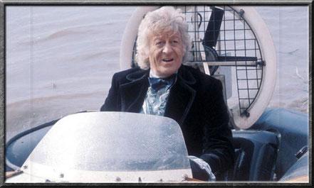 Der dritte Doctor benutzt verschiedenste Fahrzeuge