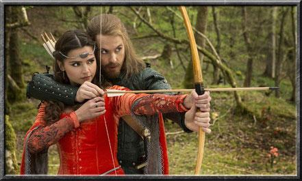 Clara und Robin Hood im Jahre 1180
