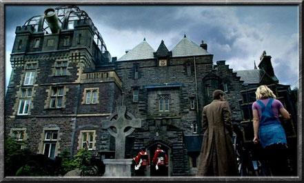 Der zehnte Doctor vor dem Torchwood Anwesen 1879