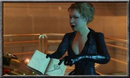 River mit ihrem Tagebuch