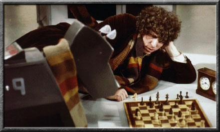 K9 und der vierte Doctor spielen Schach