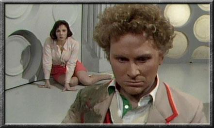Peri sieht den sechsten Doctor kurz nach der Regeneration