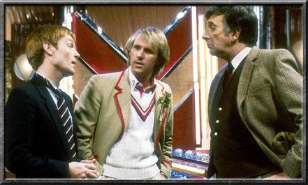 Alistair Gordon Lethbridge-Stewart mit dem fünften Doctor und Vislor