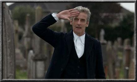 Der zwölfte Doctor salutiert vor dem Brigadier