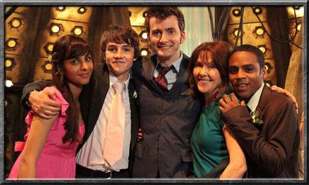 Rani, Luke, der zehnte Doctor, Sarah Jane und Clyde