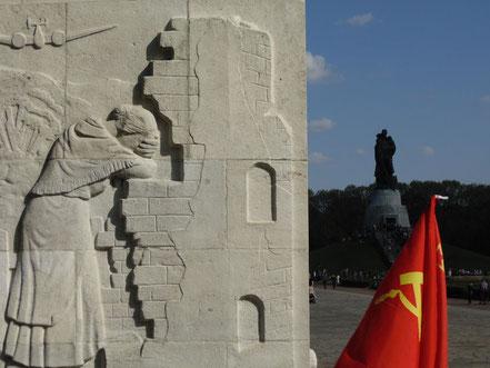 Herinnering aan WO2: Het Sovjet-monument in het Treptower Park in Berlijn