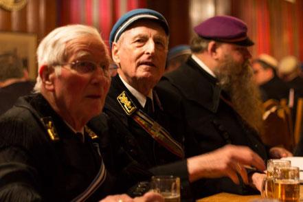 Zwei unserer Alten Herren auf einem unserer regelmäßigen Zusammenkommen, sogenannte Kneipen, auf unserem Corpshaus