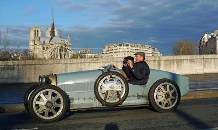 Bugatti type 35 dans les rues de Paris