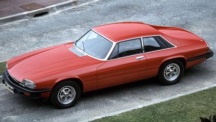Jaguar XJ-S 1975 : pare-chocs aux normes US, discrets.