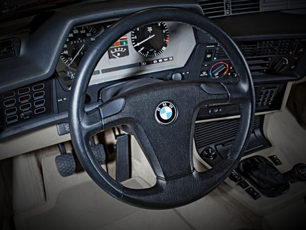 BMW 635 CSI poste de conduite