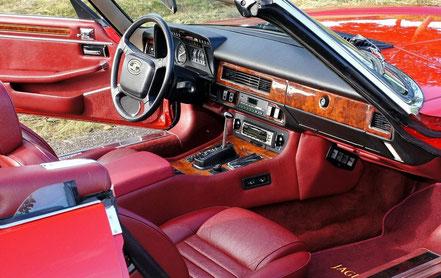 Jaguar XJ-S cabriolet, intérieur revu.