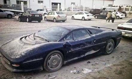 Jaguar XJ 220 « oubliée » aux Emirats Arabes Unis