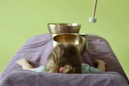 Kinder Klangmassage, sasana Massage- & Klangpraxis in Muhen, Aargau