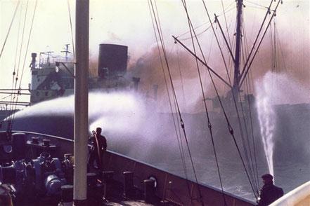 De 'Holland' in actie, schip in nood: de 'Ruhrstein'