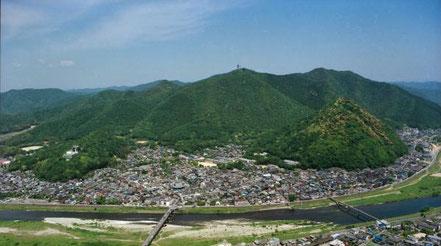龍野エリアは中央部を流れる清流揖保川と原生林・鶏籠山(けいろうさん)など緑豊かな自然にいだかれ「播磨の小京都」ともいわれています。