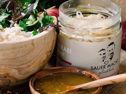 pikant fermentierter Kohlrabi SAUER MACHT GLÜCKLICH |fermentierte Lebensmittel - von Hand hergestellt und nach Hause geliefert. Vegan. Roh. Glutenfrei. Natürlich. Gesund. Lecker.