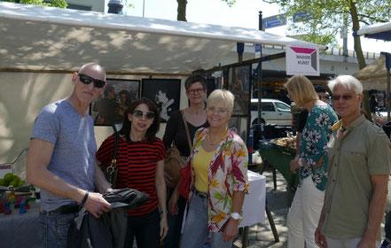 Besucher am Tango Stand, Kunstmarkt Steglitz