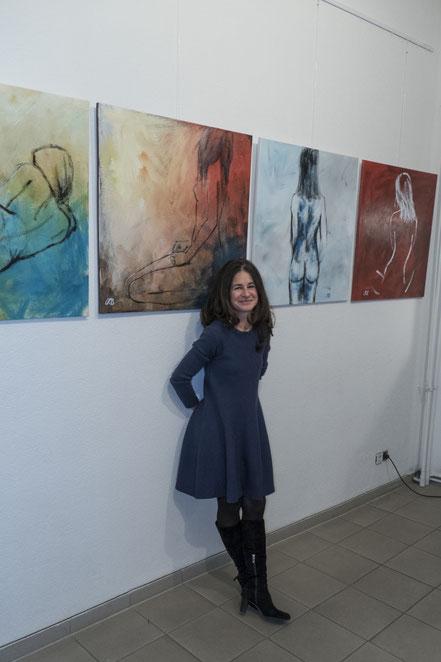 Caroline Roling mit ihren Kunstwerken
