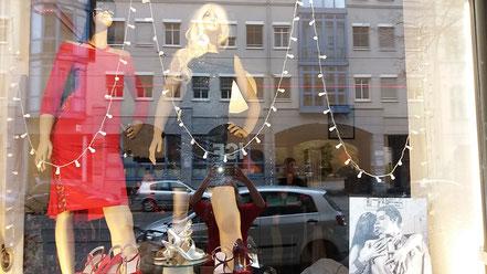 Schaufenster Te Quiero Nutz mit Bild von Georg Grell