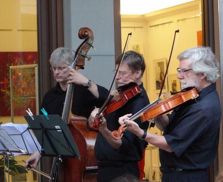 """Mozart Konzert vor der Galerie kunst & grün von """"Diana Ensemble Berlin"""""""