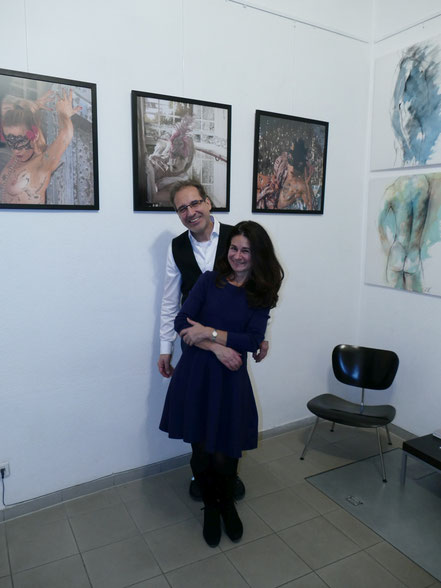 Caroline Roling und Georg Grell vor ihren Werken