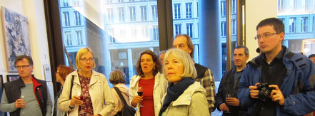 Gäste zur Vernissage in der Galerie Kunst & Grün