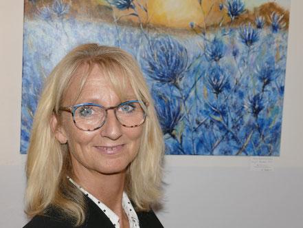 Pamela Henning-Salomone vor ihrem Werk