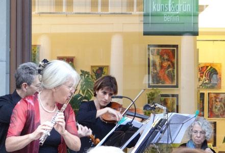 """Mozart Konzert vor der Galerie kunst & grün von """"Diana Ensemble"""""""