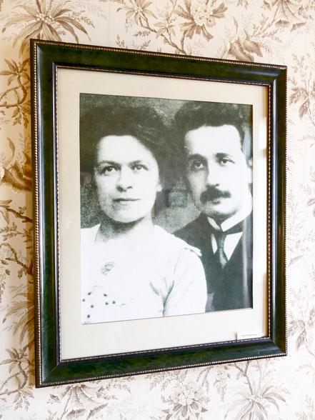 Albert Einstein mit seiner Frau Mileva