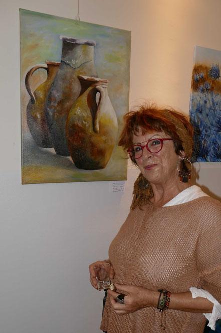 Sissy Walldorf vor ihrem Werk