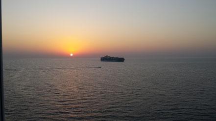 Der erste Sonnenuntergang an Bord