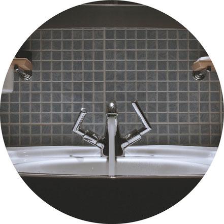 Küchenspüle anschließen, Armatur und Rohrleitungen neu einbauen, austauschen oder reparieren, Entsorgen von alten Rohren, Rohrleitungen, Armaturen, Sanitäreinrichtungen, Heizung und sonstigen.