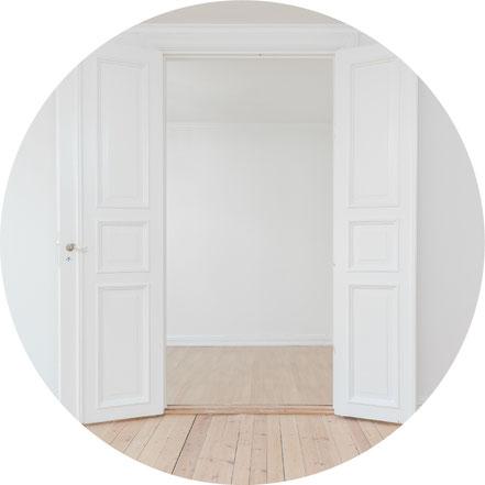 Trockenbauarbeiten, Wand abschleifen, spachteln, renovieren, grundieren, streichen, dämmen, Verkleidung entfernen oder anbringen, Durchbruch herstellen, Raumvergrößerung, Bad Küche fliesen, Fliesenspiegel, Wandtapeten entfernen, Wände streichen, tapeziere