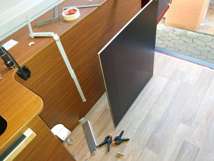 Hinter diese Zwischenwand kommen Tisch und Stühle.