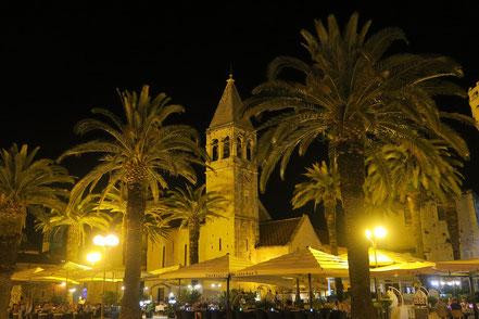 Trogir bei Nacht