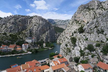 Cetina-Mündung in Omis, Kroatien
