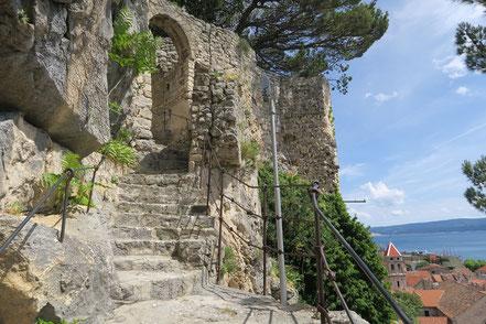 Omiš, Festung