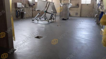 Es un pavimento industrial continuo homologado, de gran intensidad y exigencia mecánica, para entornos con humedad permanente